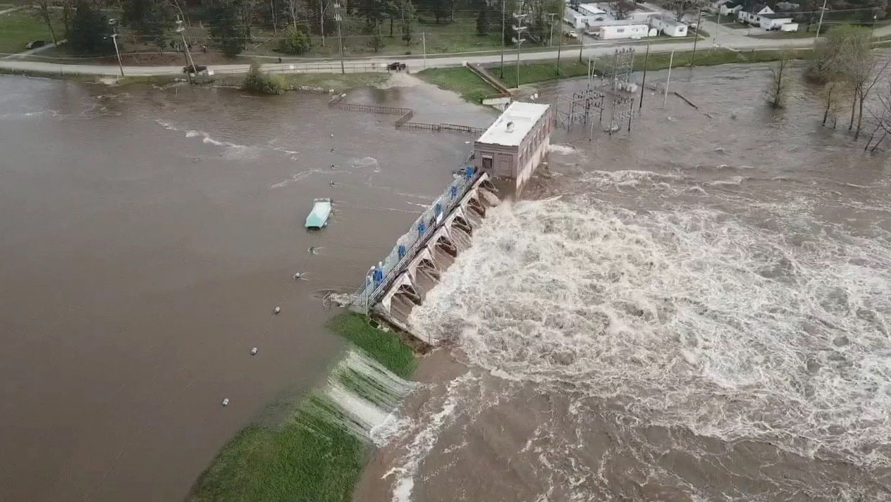 Failure of Edenville and Sanford Dams in Michigan